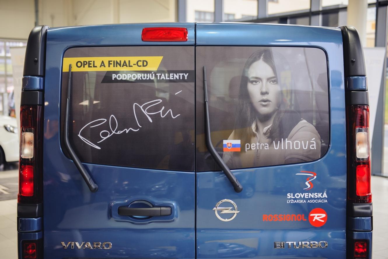 FINAL-CD podporuje Petru Vlhovú