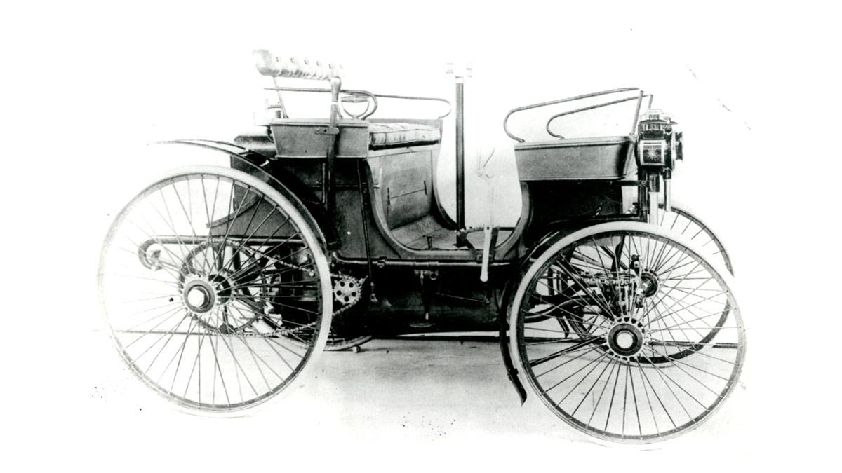 """pred 130-timi rokmi """"bol vo Francúzsku dodaný prvému súkromnému zákazníkovi automobil a bol ním PEUGEOT"""