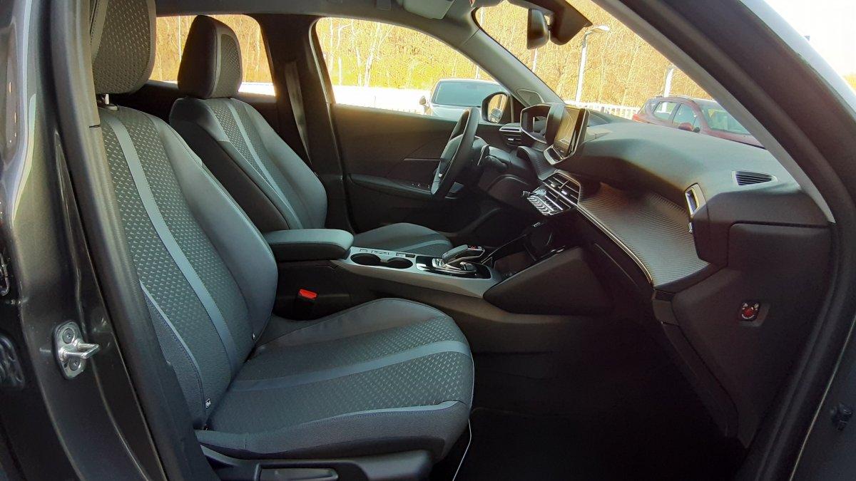 Peugeot 2008 NEW 1,5 BlueHDi Allure 130k EAT8