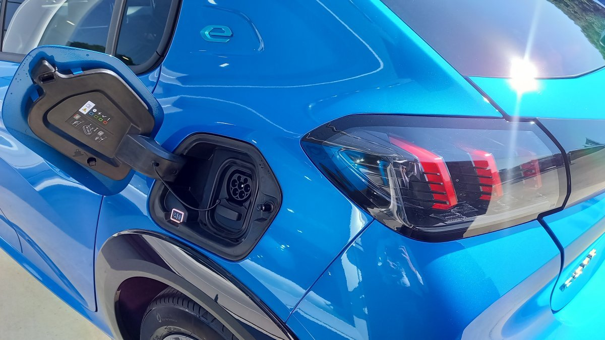 Peugeot 208 NEW Elektrický ALLURE Electric 50kWh