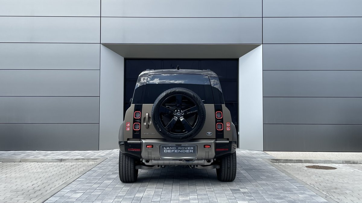 Land Rover Defender 3.0 I6 MHEV 110 AWD X