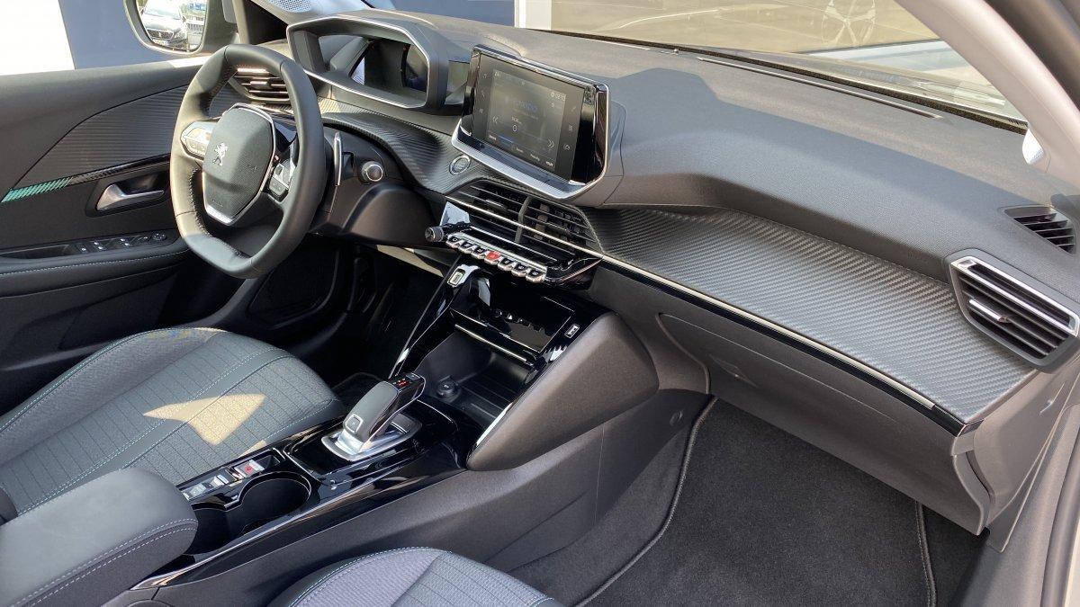 Peugeot 208 1.2 PureTech Allure 100k EAT8