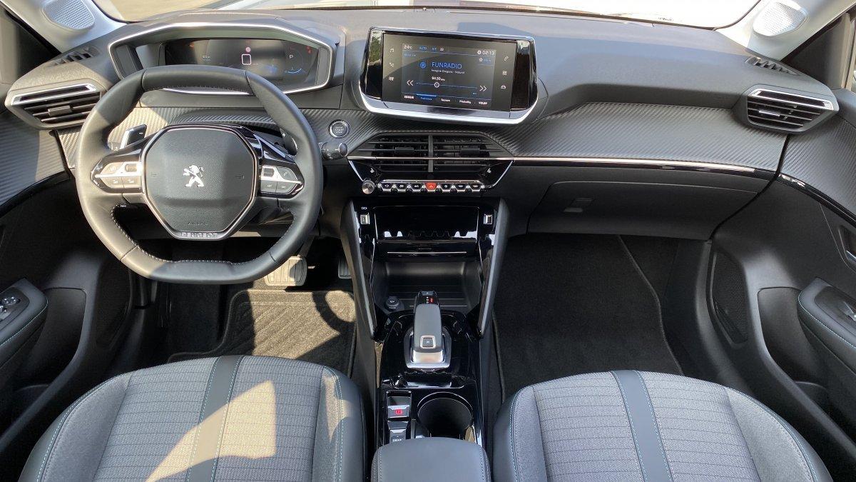 Peugeot 208 NEW 1.2 PureTech ALLURE  100k EAT8