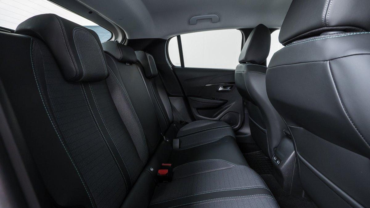 Peugeot 208 NEW 1.2 PureTech Allure Pack 100k EAT8