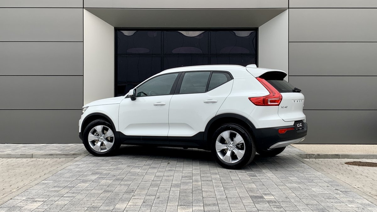 Volvo XC40 T2 MOMENTUM AT8 FWD