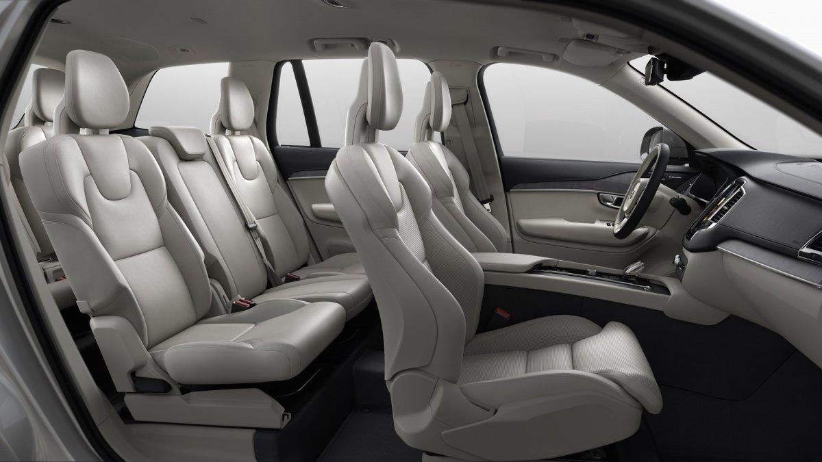 Volvo XC90 B5 (D) INSCRIPTION AT8 AWD 7 miest