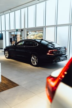 Volvo S90 D4 MOMENTUM AT8 FWD